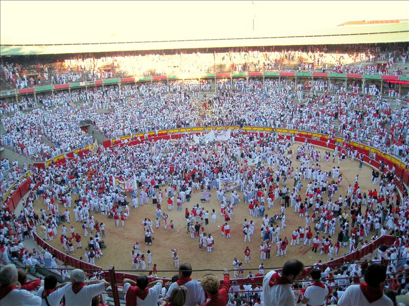 The crowd after the bullfight