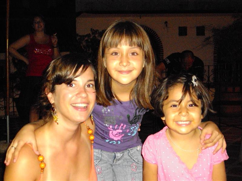 "Michelle&Ximena, die Maedels unserer ""Cafeteria-Frau"" Sara"