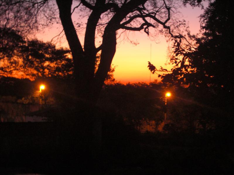 Ausblick aus unserem Fenster: Sonnenuntergang - Kilátás az ablakunkból: naplemente