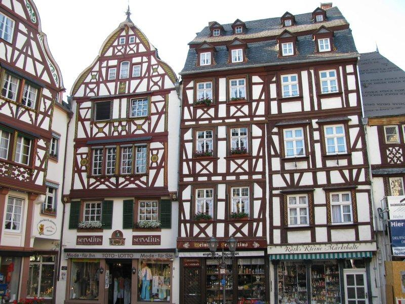 ... with its timbered houses all around the square.