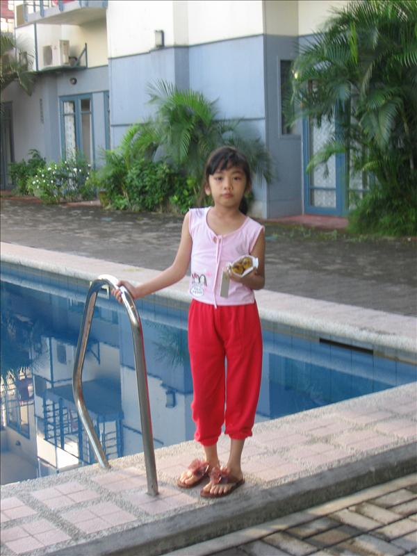 Yan si Bunso....Early Morning Pose at the Poolside