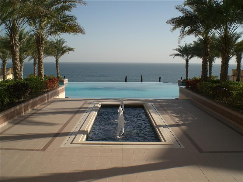 The swimming pool beside the sea - Shangri La Al Husm