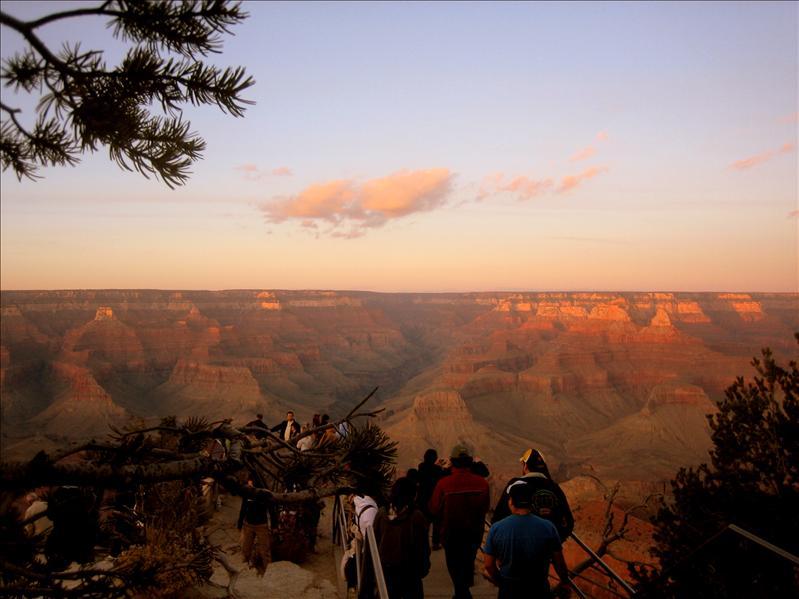 日落时的峡谷