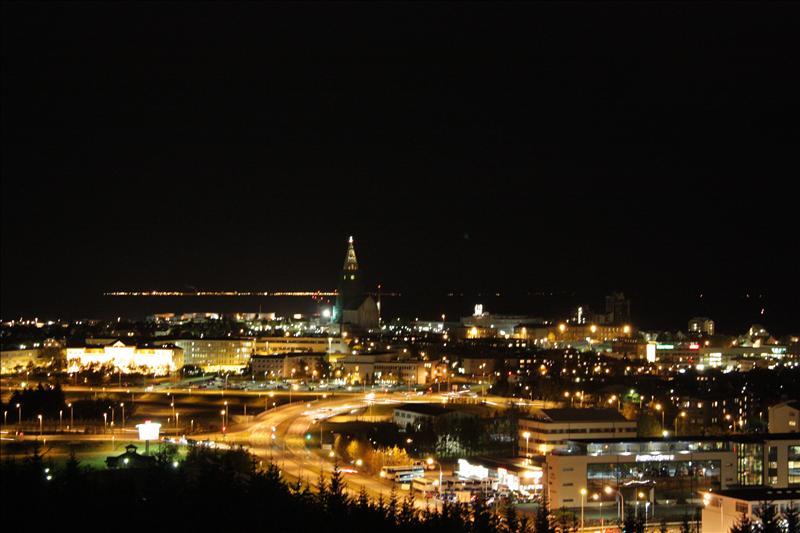Reykjaviko naktine panorama