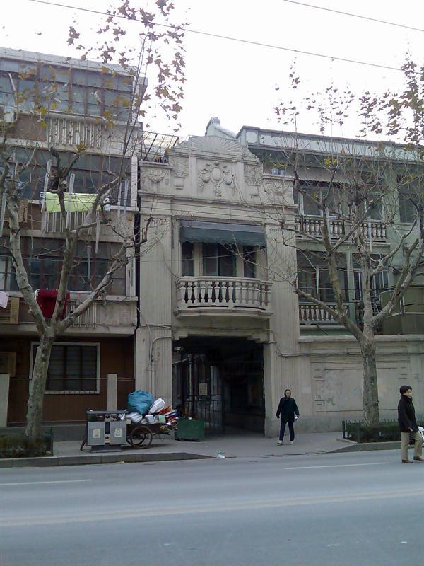 在上海的街头很容易发现这种老洋房