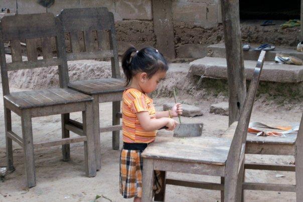 GIRL AT MUANG NGOI NEUA