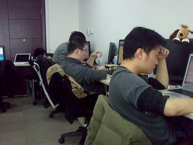 一群帅哥  用手机拍摄 (爱拍网 http://ipai.cn/photologs/4100)