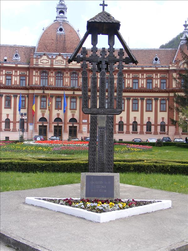 1989 Revolution Monument, City Hall in Background