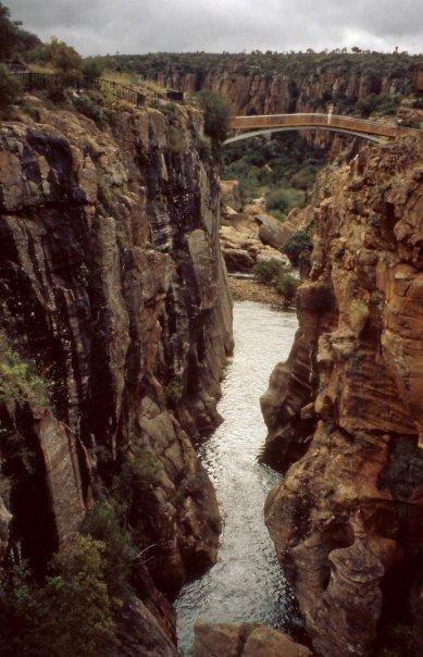 BLYDE RIVER CANYON, SA - APR