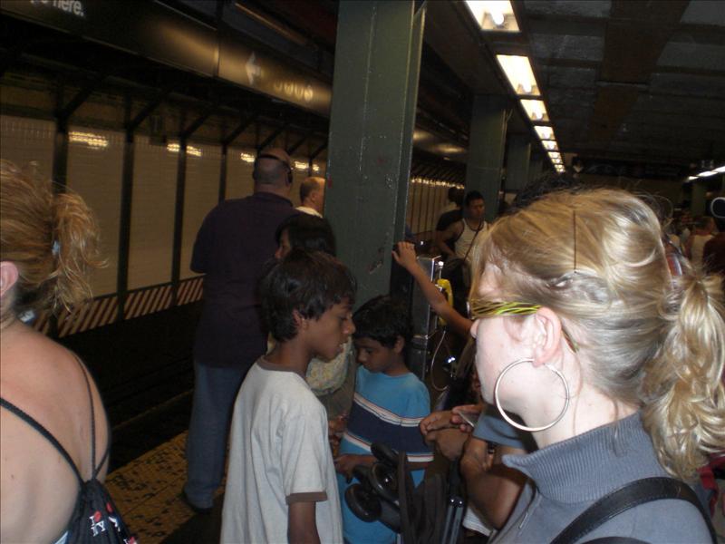 het is ongeveer 80 graden in het metrosysteem van NY