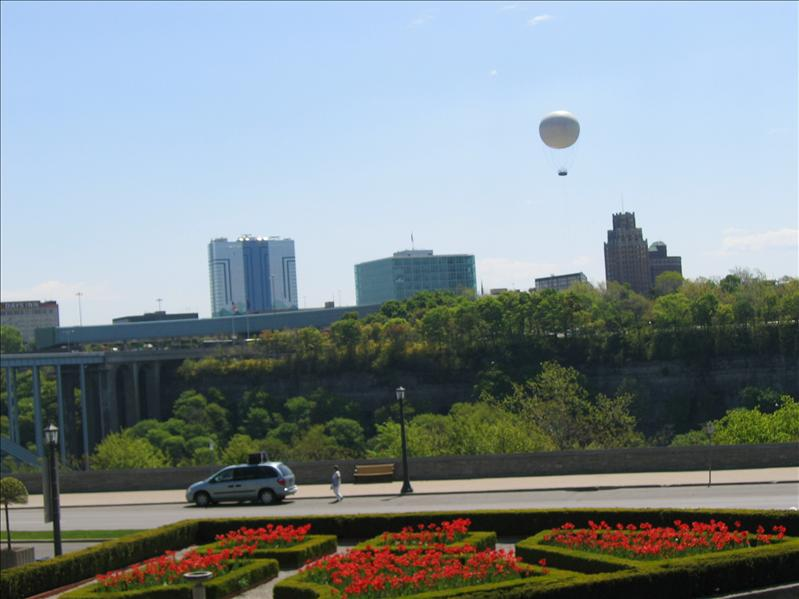 Balloon Over Niagara Falls 4