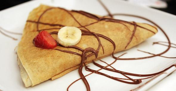 Crepe avec banane et fraise