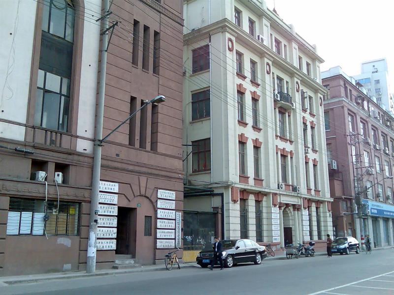 这两栋建筑集中了全国各地各省市的驻沪办事处(近四川北路)