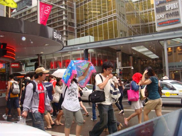 walkers pass by, Sydney