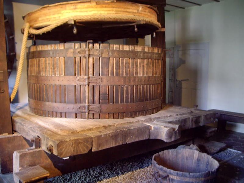 以前的農具,類似磨豆漿的農具