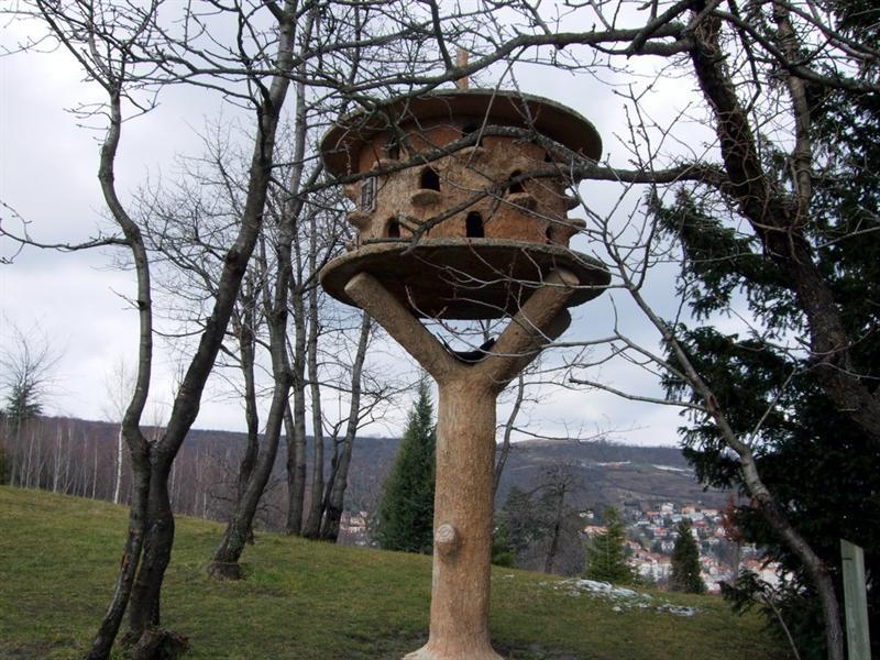 據說這是個餵鳥的台子