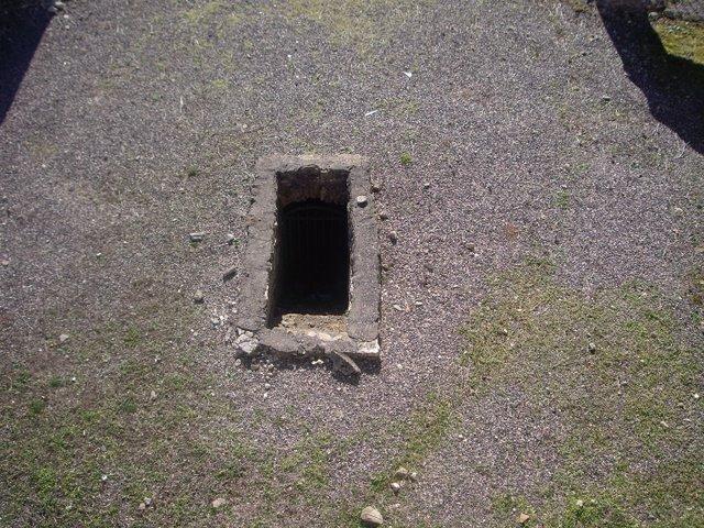 很像地窖入口