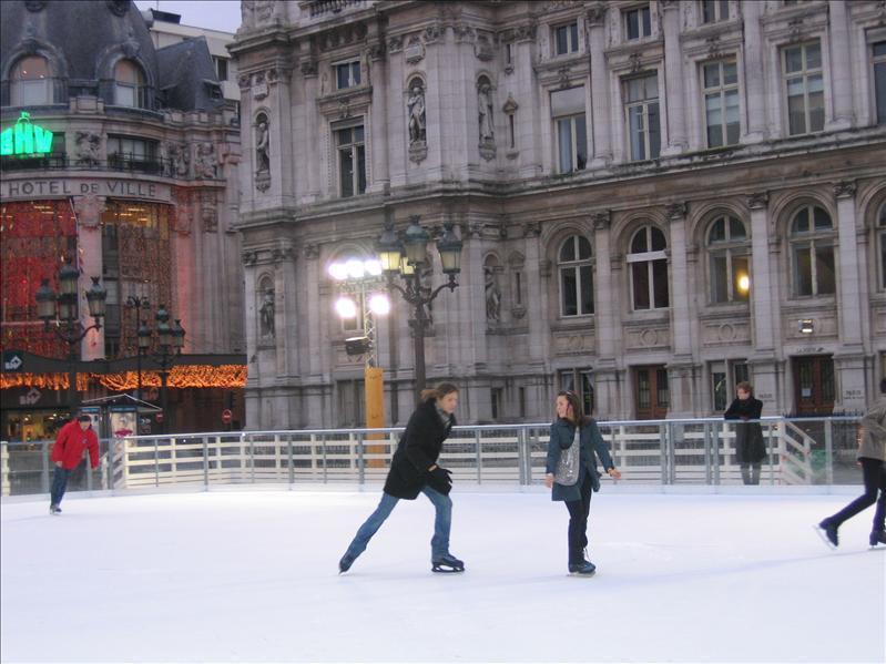 市政厅旁溜冰场
