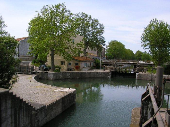 At Agde there is a round three-way lock where the Canal du Midi joins the river.