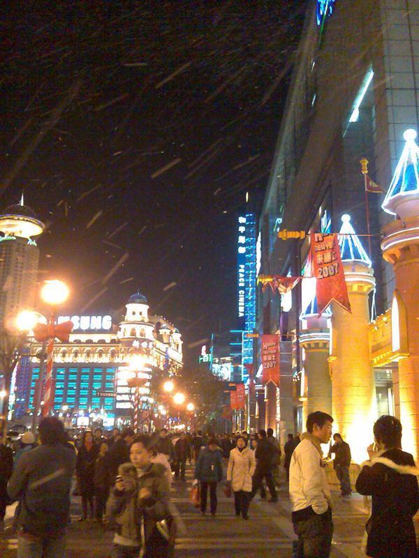 圣诞节来福士广场制造的浪漫飞雪