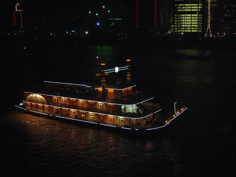 night cruise in HUANGPU river (黃 浦 江 )