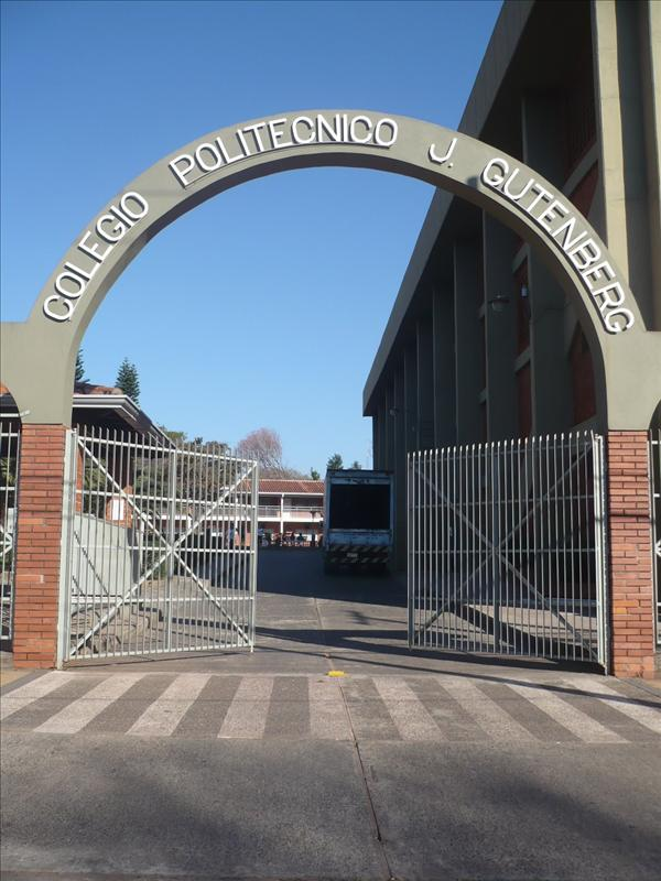 Das Tor zum Colegio - a kapu