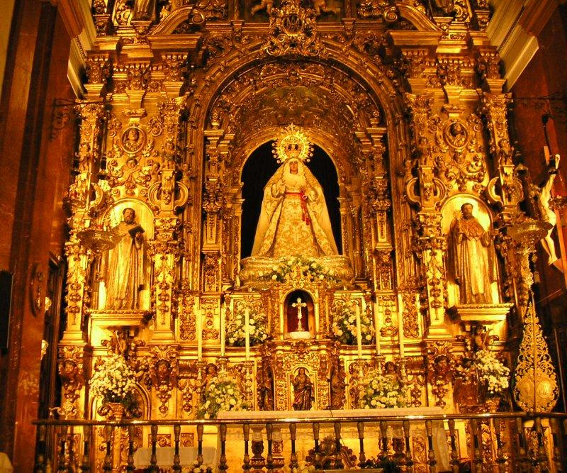 This is the Esperanza de Triana. One of the most venerated statues of the Virgin.