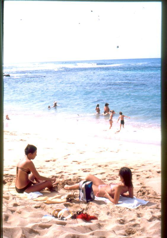 Elo y Adriana en la playa