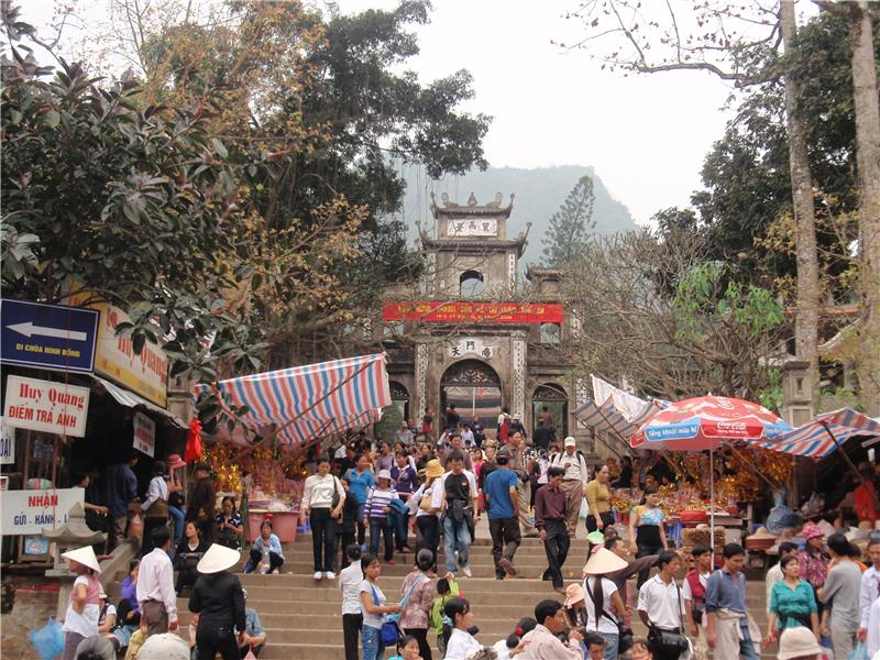 Foot of the climb for the Perfume Pagoda