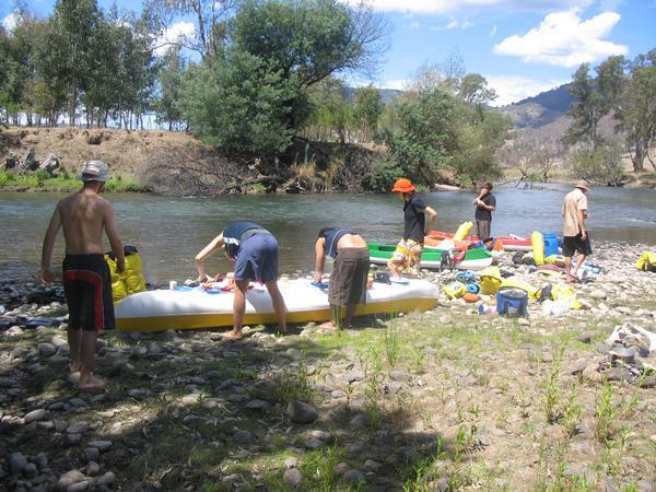 team canoe trip•Goulburn River