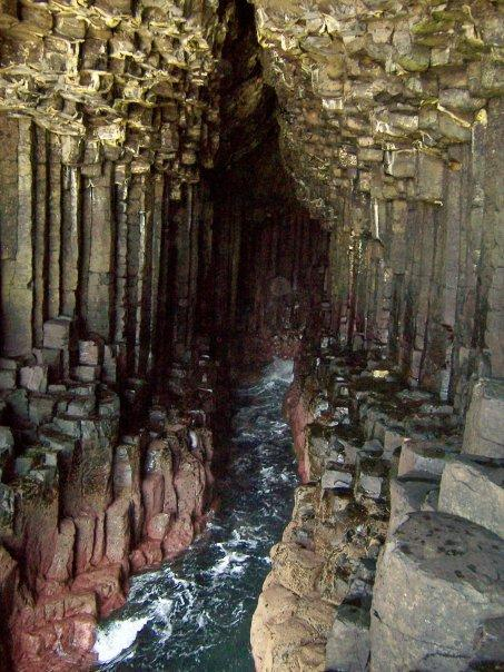 FINGAL'S CAVE, STAFFA, APR 2007