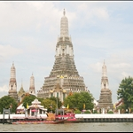Our first glimpse of Wat Arun.