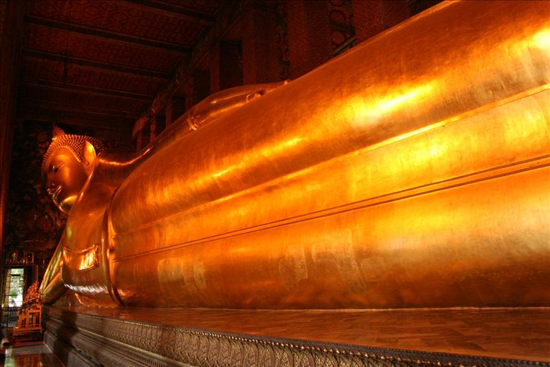 The Reclining Buddah at Wat Po, measuring.......wait for it.....46 metres long and 15 metres high!