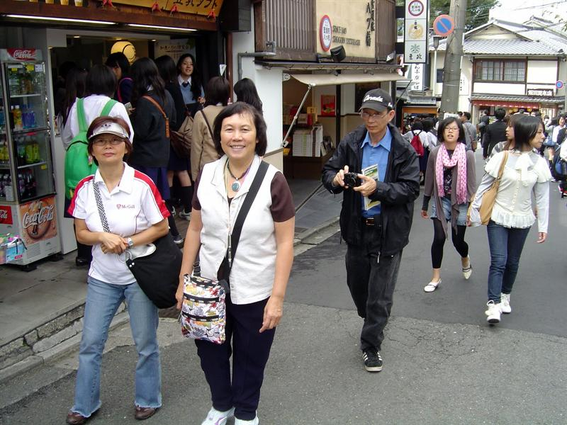 walking to the KIYOMIZU TEMPLE ( 清 水 寺 )-----first day with cruise friends (kelly/Sear );second day on our own.