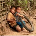 CHILDREN AT MUANG NGOI NEUA