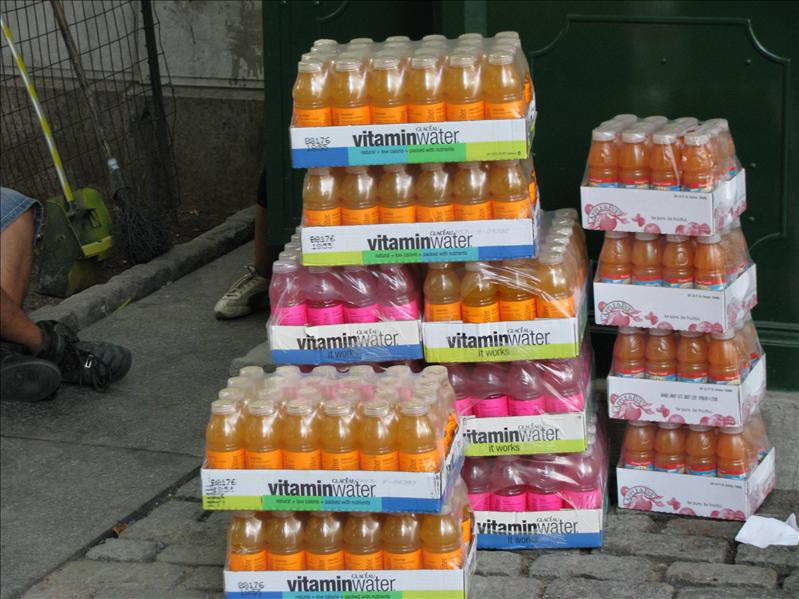 we love vitaminwater!!!! ons favo drankje