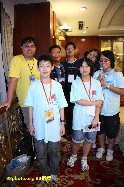 Tiffany and Jessica's Group,黃色團服為香港導師,最後面黑色衣服是上海導師,其他為上海團員