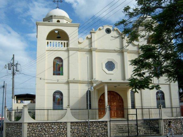 CHURCH, PARQUE CENTRAL, FLORES, GUATEMALA