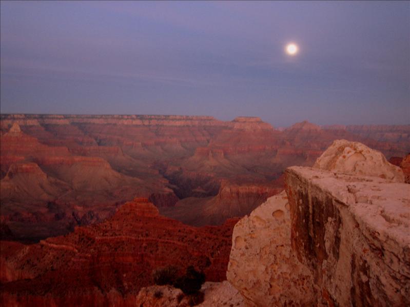 月光下的峡谷