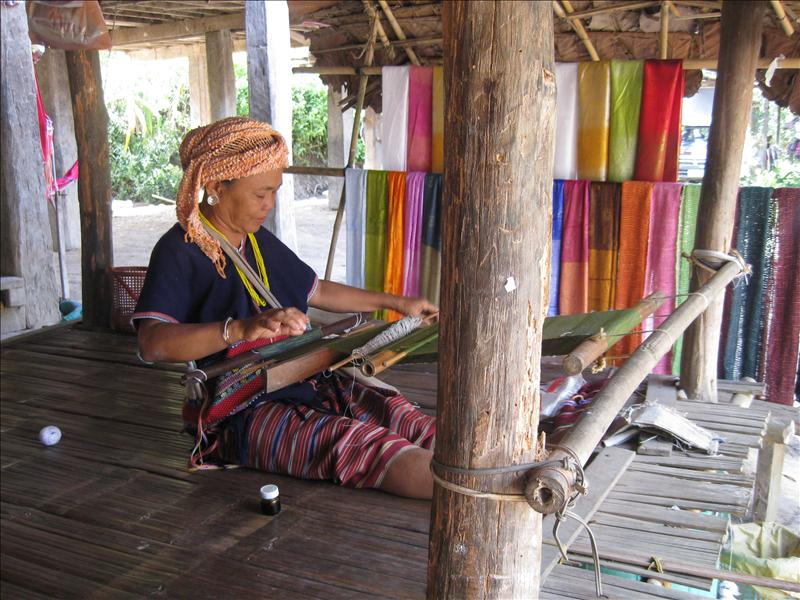 Weaving the silk scarfs