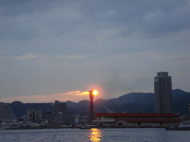 evening sun that hangs to Port Tower