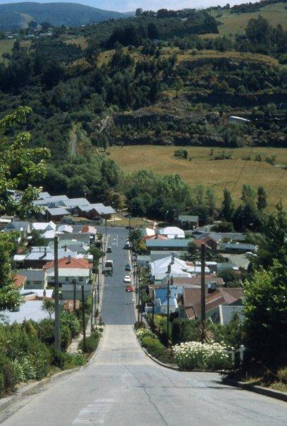 BALDWIN ST, DUNEDIN, SI, WORLD'S STEEPEST STREET - FEB 2004