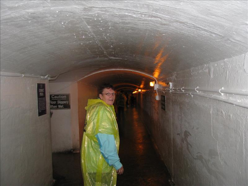tunneltje achter de watervallen bezocht
