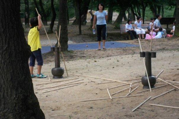 09/14 - chuseok @ seolleung park royal tombs -   this game involved throwing the spear through the holes.