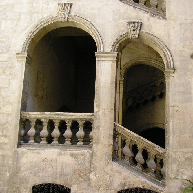The arch and balustrades were actually designed like this.