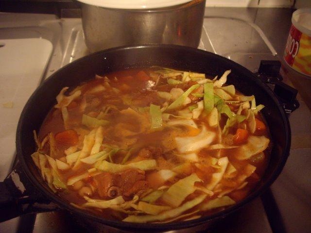 把調理罐頭再加高麗菜
