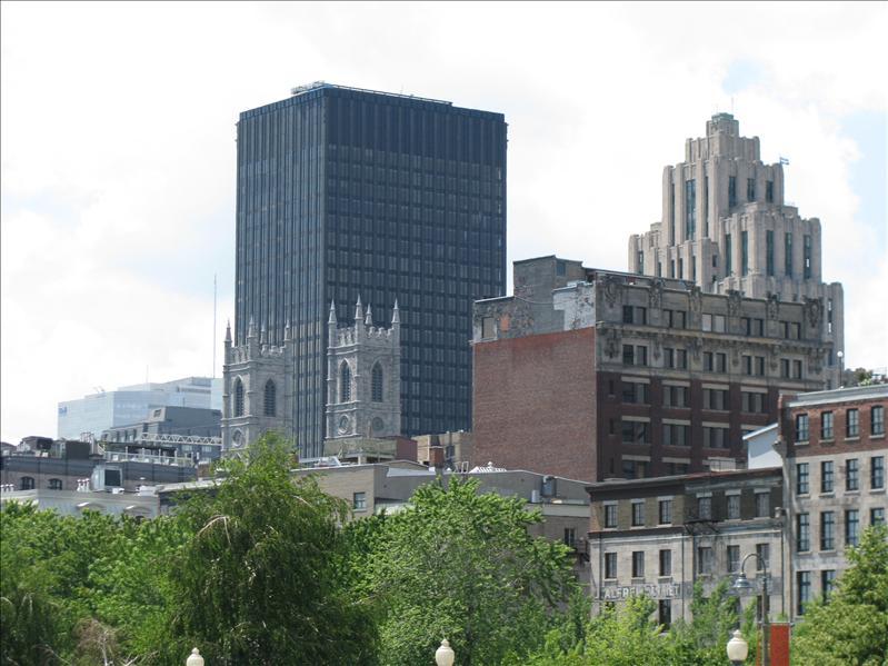 skyline van montreal, echt alles staat doormekaar oud en niew