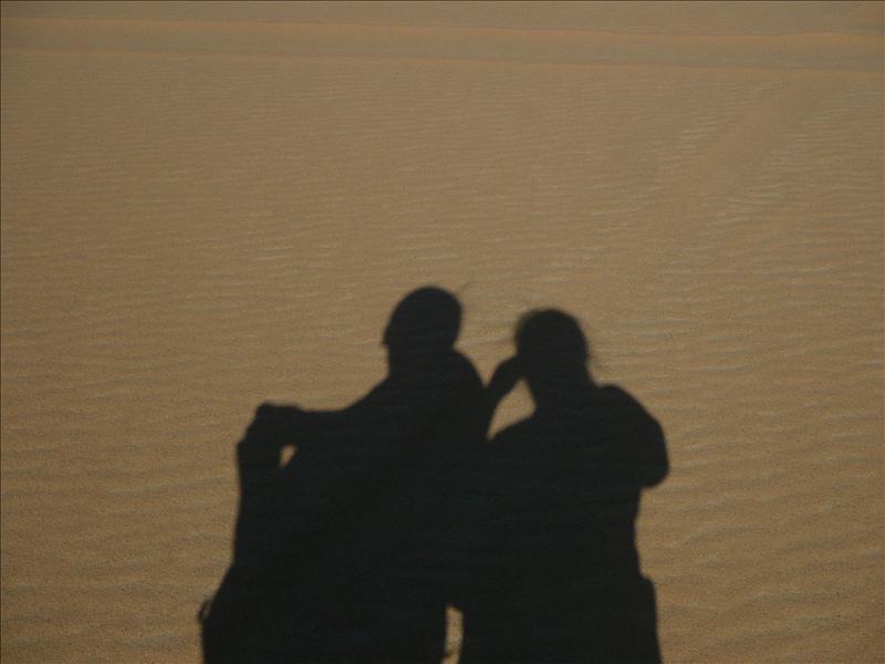 Siwa - Woestijn schaduwen Jo-Ann en Meliza