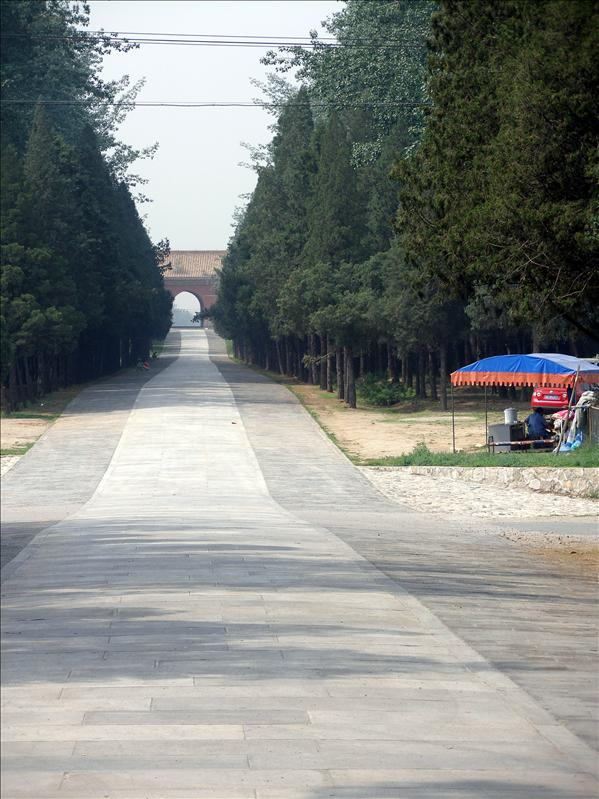 Road to Ming tombs