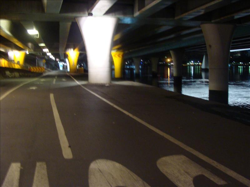 Brisbane bei nacht (Falsche Kamera einstellung aber gibt eindrücke ^^ )